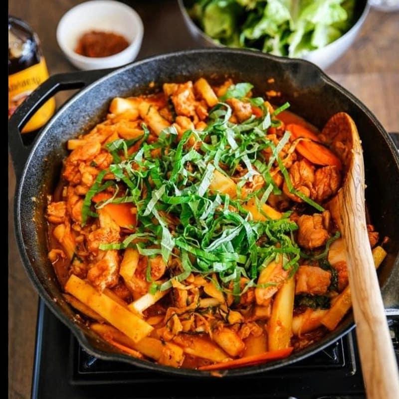 dak-galbi (spicy stir-fried chicken)